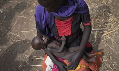 Mother with starving child, South Sudan