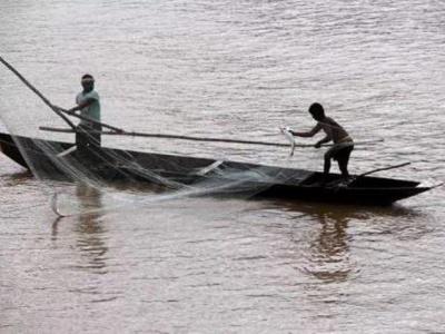 Fishermen at work in Mahanadi river in Cuttack district, Odisha, India.